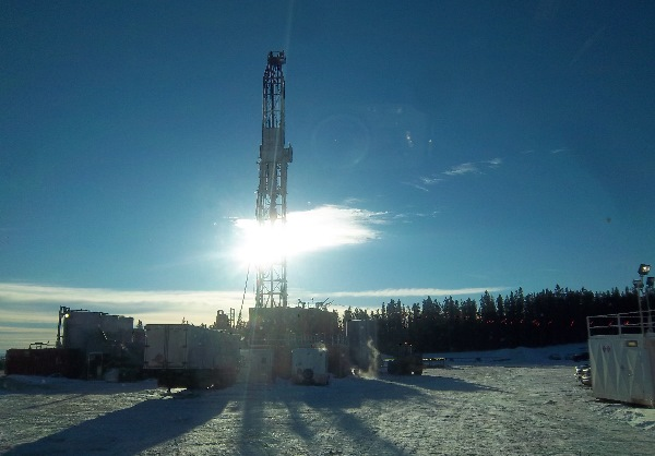 Oilfield Photos, a drilling rig in the afternoon sun