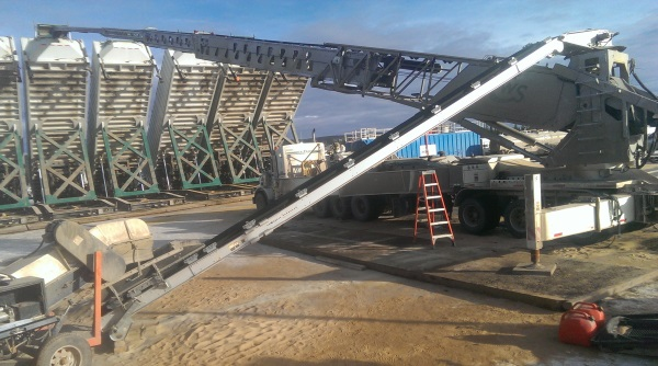 Telebelting Frac Sand. An extended TB-130 Telebelt unloading sand into vessels on a frac location in northern BC.