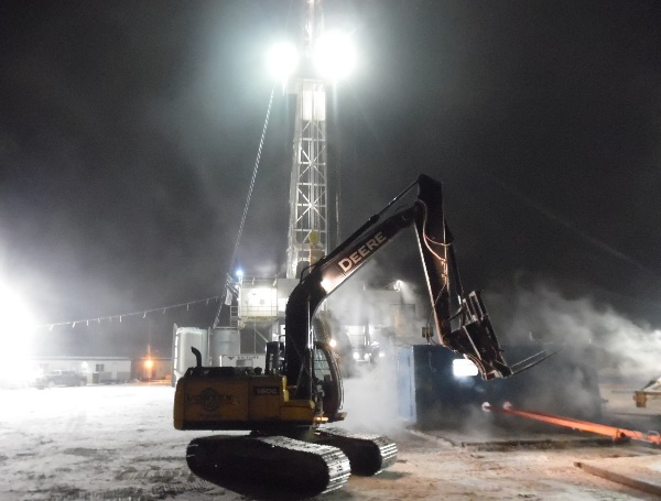 Oilfield Photos. Rig hoe working on a cold night