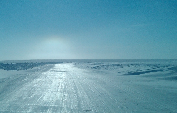 Ice Road Driving Photos. Drifting snow at the entrance to the hammer lane.