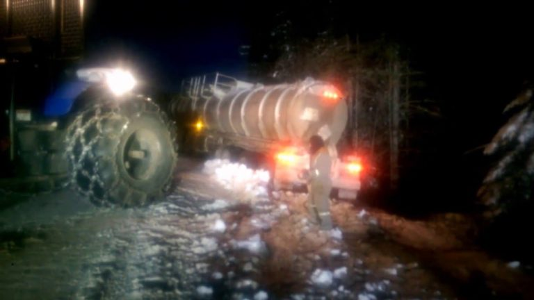 Truck driving videos. Pulling a tanker out of the ditch