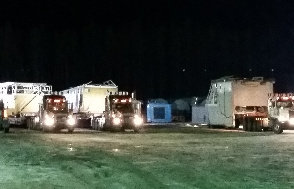 Oilfield Photos, Moving a drilling rig at night