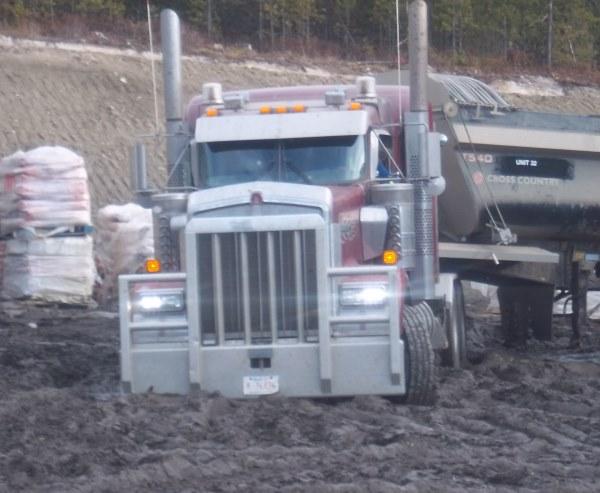 Big Rig Pictures. Kenworth W900 muddy rig