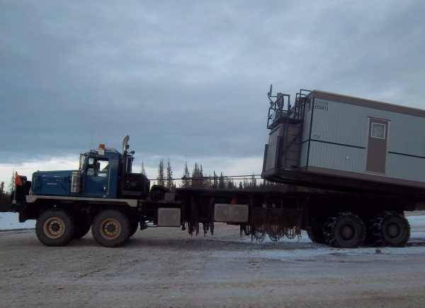 Big Rig Pictures. Drilling rig shack moving